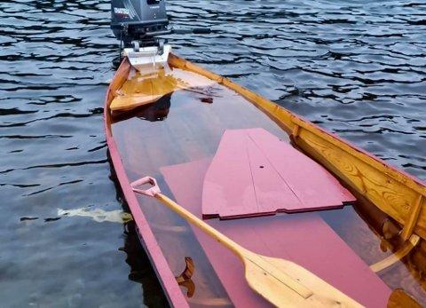 TRAKK OPP ELVEBÅT: Einar Heitmann trakk opp denne elvebåten. Eieren av elvebåten takket han for hjelpen på Facebook da de ble gjort oppmerksomme på dette.
