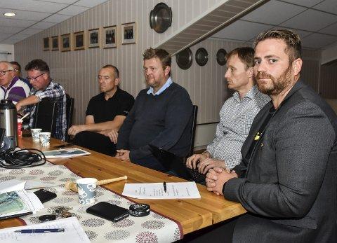 FOR: Leder Jon Arne Bergersen (t.h.) snakket varmt for tomtesalg, og mener det vil gagne Høland IUL på sikt. Fra venstre: Åge Sørlie, Tore Hauer, Vidar Holtet, Tom Erik Halvorsen, Rune Hellem.