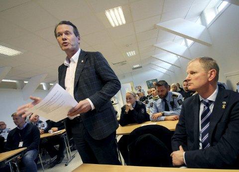 Kampen er i gang: Ordfører i Holmestrand, Alf Johan Svele, forsikret at det politiske arbeidet med å redde Hof fengsel er i gang. Til høyre, stortingsrepresentant for Høyre, Erlend Larsen.Alle foto: Jarl Rehn-Erichsen