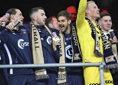 DRØMMEN OM ULLEVAAL: Alle norske lag drømmer om å komme seg til cupfinalen på Ullevaal. Vikings forsøk på å forsvare tittelen som regjerende norgesmester starter med en bortekamp mot Staal.