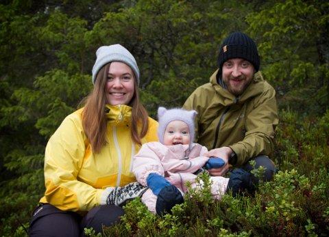 Helene Alfheim sammen med datteren Elvine Marie og samboeren Tor Emil Kleven Fløan.