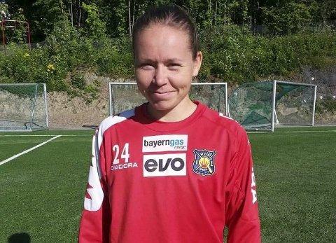 Vant til å være midtpunkt: Marita Holmen Iversen (24 år) startet sin fotballkarriere på løkka på Ballstad.Foto: Privat