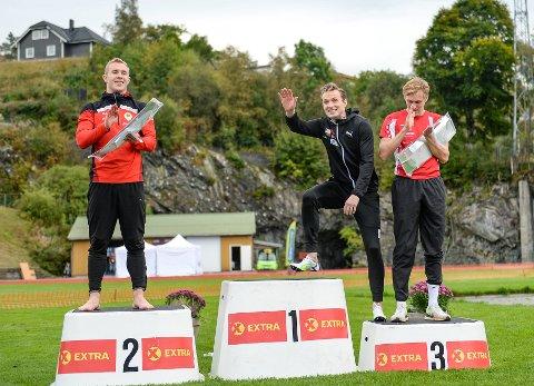 TOPP TRE: Fredrik Gerhardsen Øvereng kunne klatre opp på seierspallen sammen med den største, Karsten Warholm, under Trond Mohn Games lørdag. Til venstre: Mathias Hove Johansen.