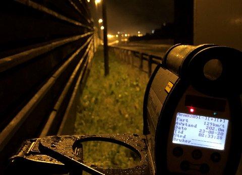 MISTET FØRERKORTENE: To bilister kjørte alt for fort i Okstadbakkan natt til søndag.