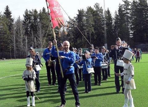 GLADE TONER: Klemetsrud hadde også ordnet i stand hornmusikk til åpningen.