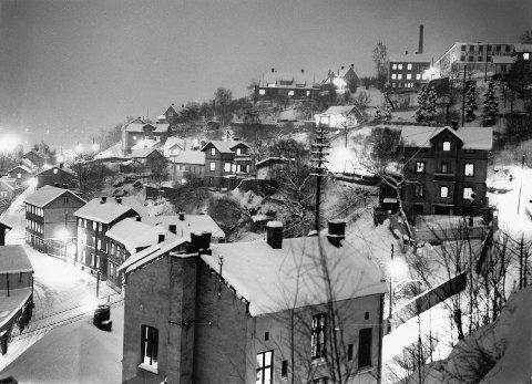 Ribbunggata i 1957: Bebyggelsen i Ribbunggata er et godt eksempel på trehusene og hvor seiglivet de er. Foto: Oslo Museum