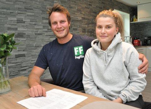 FIKK HJELP AV BANKEN: – Det finnes nok mange forslag til samboerkontrakter på nett, men vi syntes det var veldig fint å få hjelp av bankens advokat til å lage en slik avtale, sier Karoline Glæserud Olsen og Jørn Sønes på Kopperud.
