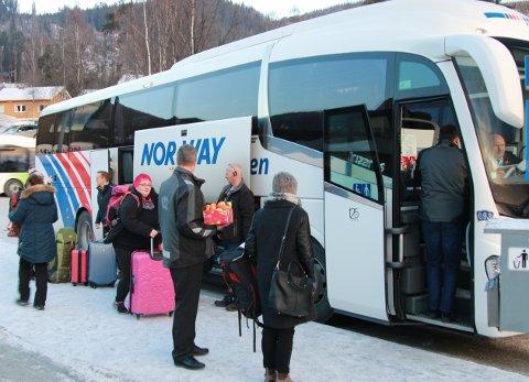KORONARAMMET: Ekspressbussene er hardt rammet av koronakrisen. Nå ber Valdres-ordførerne om krisehjelp for å berge dette kollektivtilbudet. FOTO: INGVAR SKATTEBU