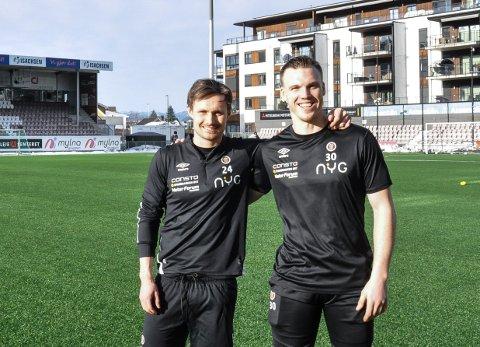 LAGKAMERATER: Ole Amund Sveen (t.v.) er glad for at Idar Lysgård er blitt Mjøndalen-spiller.