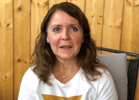 ØNSKER BEDRE DIALOG: Hilde Bakkenget har en sønn på 20 år som sliter med psykiske vansker.  Hun etterlyser en bedre dialog med den psykiske helsetjenesten.