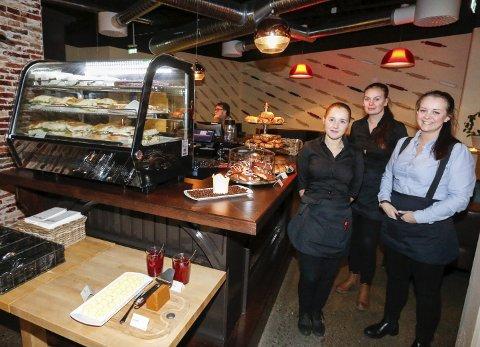 SPENTE: Italian Village på Bøleråsen startet lunsjkafé på mandag. Fra venstre Andrea Lyng, Michelle Palmberg og daglig leder Ida-Therese Moe.