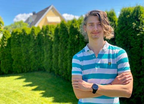 SØPPEL-PROBLEM: Niklas Alexander Falkenburger mener Ski sentrum har et søppel-problem. Nå ber han Nordre Follo kommune ta grep.