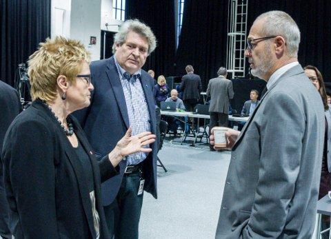 Sprekker flertallet? Mandag forlot Hallstein Bast (i midten) budsjettmøtet med de rødgrønne (her representert ved Aps Turid Løsnæs og ordfører Rune Høiseth). Bast medgir at et videre samarbeid kan bli vanskelig.