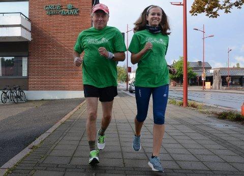KLARE: Lørdag er det ingen veg tilbake. Da må Jostein Søbakk og datteren Kristin Røthe Søbakk løpe i Reykjavik.