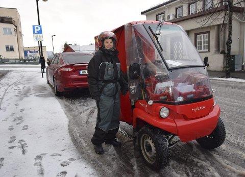 I ALL SLAGS VÆR: Gunn-Elin Nikolaisen (55) fra Elverum håndterer all slags vær og føreforhold når posten skal fram.