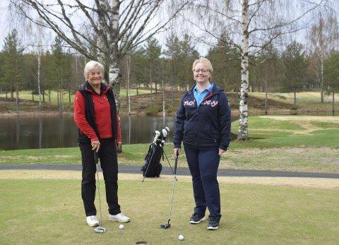 BEDRE HVERDAG: Både Tove Glorvigen (til venstre) og Stine Wasenius Dahl fra Elverum opplever at de har fått en bedre livskvalitet gjennom å være med på Golf Grønn Glede.
