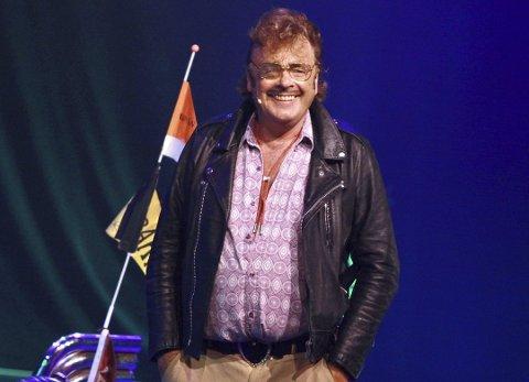 Øivind Blunck har stått på scenen i 50 av sine 70 år, men jubileumsturneen har fått noen skudd for baugen på grunn av koronaviruset.
