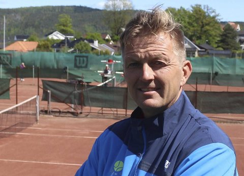 Frank Stensøy og Porsgrunn Tennisklubb utfordrer andre idretter til å måle krefter på 3000 meter. – Vi ønsker hele idrettsfamilien velkommen, sier han.