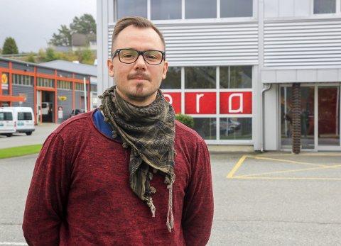 PARALYSERT: Peder Steen Hegna (35) mistet følelsen i halve kroppen, men kom seg oppsiktsvekkende fort til hektene igjen etter ulykka.