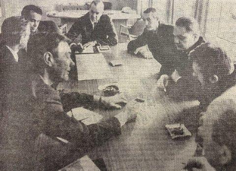 ENIGHET: Øverst ved bordenden veisjefen og til høyre for ham disponent Kjell Ansten Eriksen og ordfører Harald Moen.