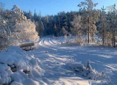 Skisesongen: DNT Indre Østfold er i gang med å pakke snøen slik at det blir en fin såle før skisporene kjøres opp.
