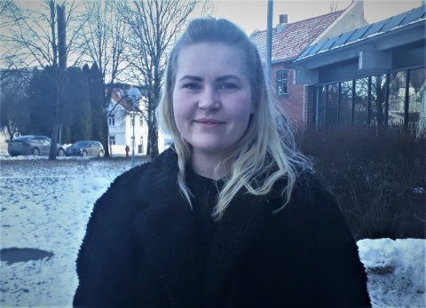 """PATRIOT: Hege Camilla Gåseby (25) er en skikkelig Rakkestad-patriot og har mye positivt å fortelle om bygda vår, naturen og menneskene som bor der. Se svarene hennes i spalten """"20 kjappe spørsmål"""" her. FOTO: JO ERIK ASKERØI"""