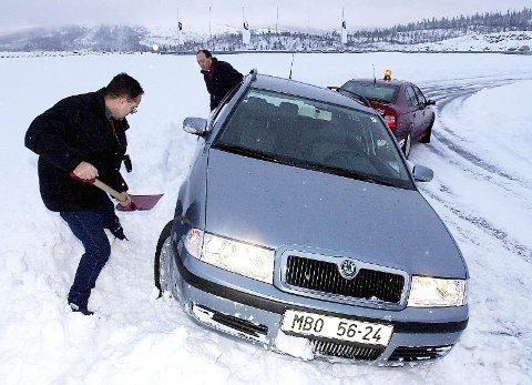 Skoda-besøk: I november 2001 var Skoda på besøk. Bilprodusenten fikk et vinterlig møte med Arctic Circle Raceway på Storforshei, da de skulle prøve nye modeller på vinterføre. Foto: Harald Mathiassen