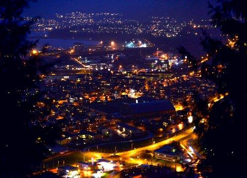 Selskapet EMX Norwegian Services AS har sikret seg retten til å undersøke om de er drivverdige forekomster av metaller og mineraler under 8,4 prosent av Rana kommune sitt totale areal. Mo sentrum er en del av områdene de har sikret seg leteretten til.
