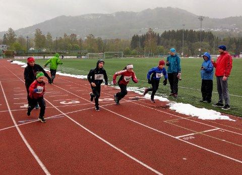 Ukeløpet: I øsende regnvær gikk starten for ukeløpet først gang.