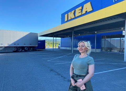 GLEDER SEG: Zahra Mohammad Zadeh gleder seg til å komme i gang med praksis hos IKEA Ringsaker.