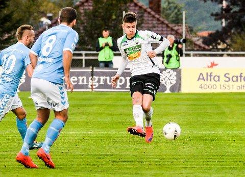 SLO SANDNES ULF: Kristoffer Hay startet semifinaleoppgjøret mellom Vålerenga og Sandnes Ulf. Vålerenga vant 2-0, og dermed venter cupfinale for Hay og lagkameratene.