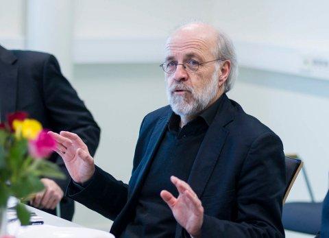 FLERE PLASSER: Høyskolerektor Petter Aasen går langt i å love flere studieplasser til Hønefoss.