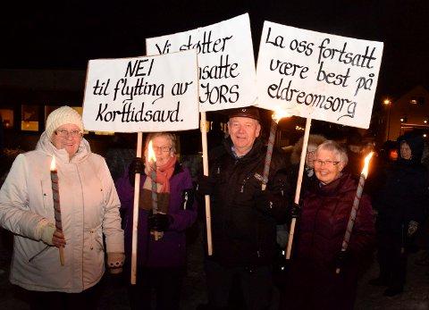 PROTESTERER IGJEN:  Annikken Brovold (fra venstre), Anne Marie Frydenlund, Kåre Bråthen og Paula Sola vil igjen demonstrere på Nesbakken.