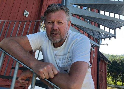 FORNØYD: Ola Kittelsby er glad for at et flertall i kommunestyret ønsker at de skal få overdra Åsbygda skole uten spesielle betingelser.