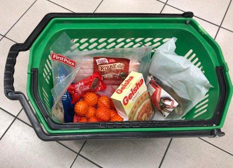 KAMP: Ribbe, pinnekjøtt og lutefisk er blant produktene som er blitt enda billigere denne uken. Her fra Kiwi. Foto: Halvor Ripegutu