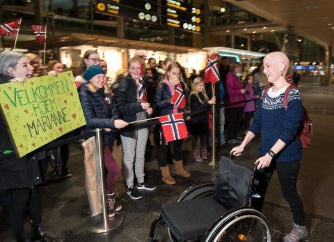 Varm velkomst: Familie og venner møtte opp på Gardermoen mandag da Marianne kom hjem fra Moskva. – Det falt noen tårer da, det var en utrolig flott opplevelse! Foto: Vidar Sandnes