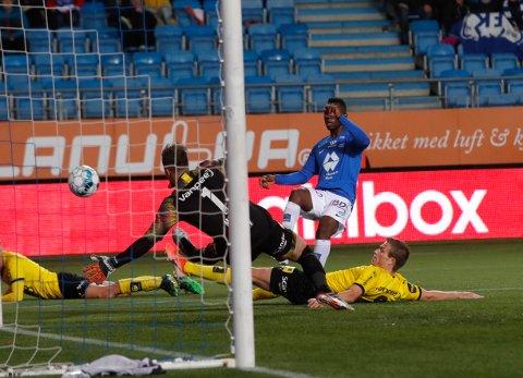 EKS KANARIFUGL: Mathis Bolly med en fortid i LSK, utlignet LSKs ledermål. På overtid av overtiden scoret Molde igjen og tok seieren.