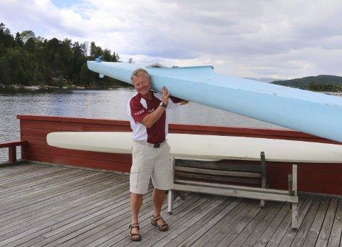 Stillhet: Det Torbjørn Johannson liker best med å padle kajakk er stillheten. – Det er ingen ting som slår en tur i kajakken når det er fint vær og havblikk. Jeg er tidlig oppe og stillheten er noe helt for seg selv. Det eneste man hører er fuglene som kvittrer, sier Johannson.  Begge foto: Hege Frostad Dahle