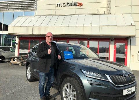 SKAPER JOBB OG INNTEKTER: Jan Olaf Gulbrandsen gleder seg over at det fortsatt selges og kjøpes biler, til tross for koronakrise og stor usikkerhet.