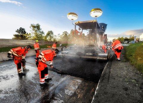 OPPGRADERER VEIER: 10 millioner fra Stortingets krisepakke skal brukes til ny asfalt i Vestfold og Telemark og Agder.
