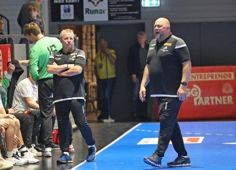 GOD START: Leif Gautestad (t.h) har ledet Runar til seks seire i årets Eliteserie. Men at laget kan henge med i gullkampen utover i sesongen, er ikke realistisk i følge Runar-sjefen.