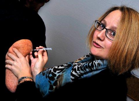 HASTER: Kommuneoverlege Karianne Jenseg Bergman mener det haster, dersom du ikke har tatt influensavaksinen. Det er fremdeles mulig å ta den.