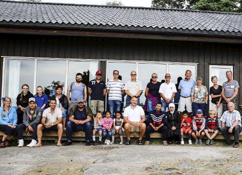 Flott gjeng: Flyktningene fikk oppleve noen flotte dager i på Tjellholmen i skjærgården på Hvaler, takket være initiativet fra Lions i Trøgstad. Arnt Bostad
