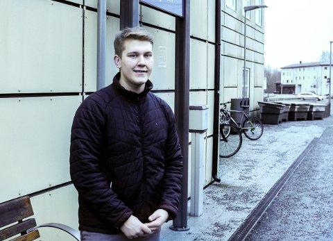 HAR FLERE JOBBER: Erlend Myhre Hammersborg (18) liker å jobbe.