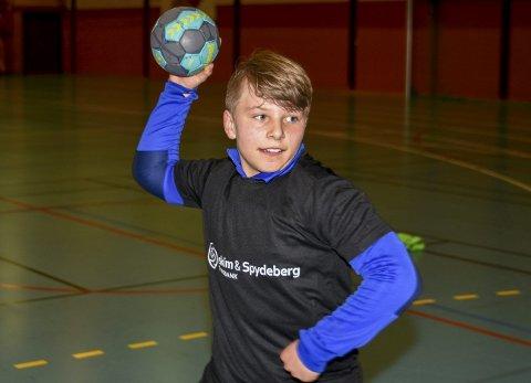 MORO:; Snorre Berg (12) prøvde håndball for aller første gang i Askimhallen og synes det var kjempeartig. Nå vil han fortsette.