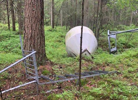 TANK: En stor tank har blitt kastet i skogene ved Tosebygda.