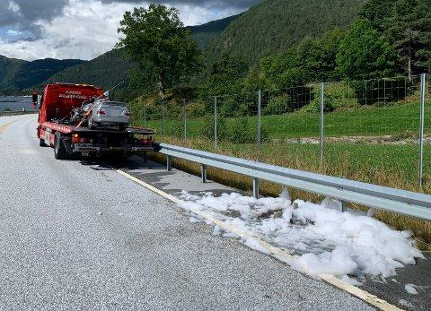 BILBERGAR: Grunna opprydding på staden vart trafikken mot Lavik stengd ein periode.