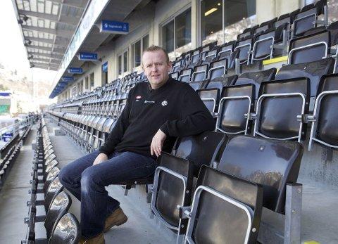OPTIMIST: Geir Inge Heggestad, arrangementansvarleg i Sogndal Fotball, gler seg over godt sal av sesongkort og håpar at dei kan fylla tribuna allereie til første seriekamp.