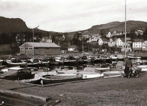 JØRPELANDSVÅGEN:  Slik så båthavna på Jørpeland ut i 1961.
