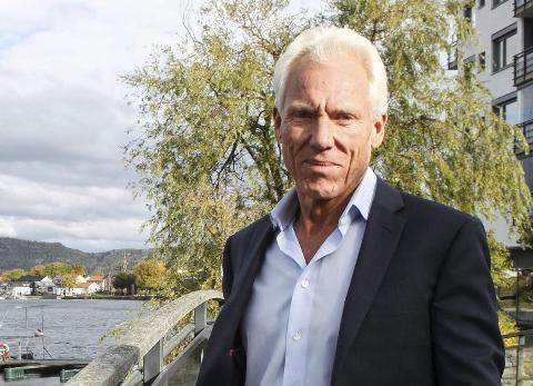 Petter Øygarden vil bygge øya men er fortsatt avhengig av et imøtekommende marked. I 2011 ble øya markedsført som «der ingen kunne tru at nokon skulle bu», men ble trukket tilbake.  (Foto: Geir Fragell)